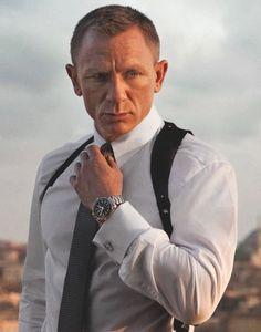 bond in Skyfall: short haircut, tight shirt, thick watch