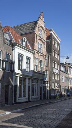 https://flic.kr/p/mZDywb | Bending over façade,  and winewarehouse Bordeaux, Wijnstraat, Dordrecht | Bending over façades were deliberately build to withstand incoming rain.
