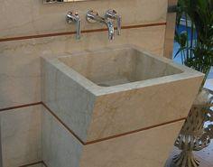 lavabo massello in Botticino levigato con inserto in Rosso Verona