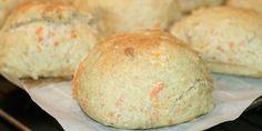Saftige gulerodsboller med æg som gør dem ekstra luftige og honning som tilfører lidt sødme.
