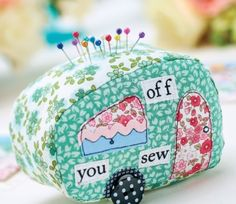 Caravan Patchwork Pincushion & Suitcase Tag Templates I need to make one for my next sewing on the road! #pincushions #sewing #DIY