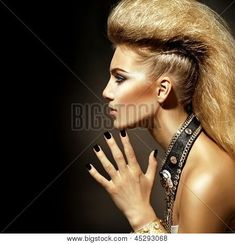 Rocker or Punk Woman Makeup, Hairdo and Accessories Rocker Makeup, Makeup Themes, Punk Women, Male Makeup, Rocker Style, Punk Fashion, Style Fashion, Hair Art, How To Look Pretty
