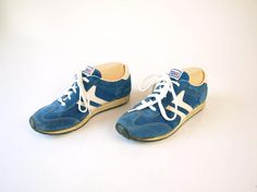 Vintage 70s 80s retro blue and white striped tennis running shoes sneakers womens size 5.5 girls teen juniors