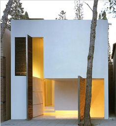 Wonderful minimalism Would be great scaled down to a tiny home with top opening to a loft bedroom.