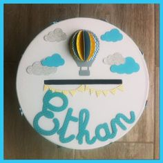 Urne de baptême thème montgolfière,nuages,moulins à vent personnalisé : Autres papeterie par un-beau-jour