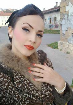 Idda van Munster Haar und Make-up Frisur Hochgesteckt Pin Up Makeup, Makeup Inspo, Makeup Inspiration, Makeup Looks, Eye Makeup, Hair Makeup, Clown Makeup, Crazy Makeup, Makeup Art