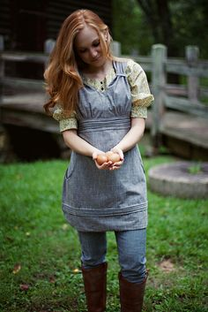 Apron with huge pocket.  Good in the kitchen and garden.  Gathering Apron by Sew Liberated.