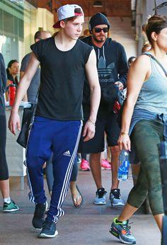 David Et Victoria Beckham, David Beckham Family, Posh And Becks, Bend It Like Beckham, Brooklyn Beckham, Sport Fashion, Men's Fashion, France, Spice Girls