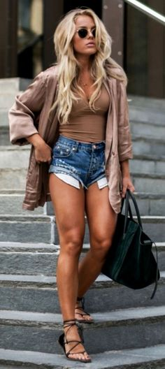 These are some of the best preppy outfits and fashion ideas you can try out the next time you want to don a new look. With the selective outfits that we