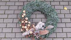 Burlap Wreath, All Souls Day, Christmas Wreaths, Holiday Decor, Creative, Youtube, Home Decor, All Saints Day, Christmas Swags