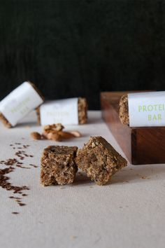 Homemade Protein Bar Recipe Selbst gemachte Eiweissriegel - Rezept english website, german follows:  Author: Helene D'Souza  Rezeptart:: Snack Rezept für 8-12 Riegel Zubereitungszeit: 25 Min Kochzeit: 20 Min Gesamtzeit: 45 Min