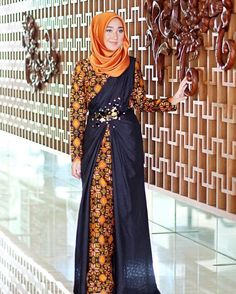 Wearing batik dress and satin scarf in 'Thaitea' Make up using by yours truly by dianpelangi Muslim Gown, Kebaya Muslim, Batik Fashion, Hijab Fashion, Fashion Outfits, Emo Outfits, Fashion Ideas, Kebaya Dress, Dress Pesta