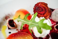 Divisive beetroots deserve a little TLC. See how they are transformed in the expert hands of Michelin chefs, from appetizers to pickles and gels. This really is a vegetable for all seasons. How To Cook Beetroot, How To Make Beets, Beet Salad, Arugula Salad, Cobb Salad, Growing Ginger, Fresh Beets, Small Tomatoes, Chicken Tikka Masala