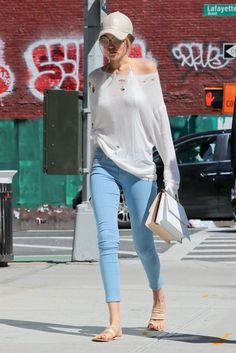 Gigi Hadid shows off her assets in sheer top and skin-tight trousers Estilo Gigi Hadid, Gigi Hadid Style, Summer Outfits, Casual Outfits, Cute Outfits, Fashion Outfits, Gigi Hadid Skinny, Gigi Hadid Jeans, Haut Transparent