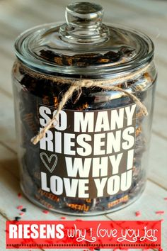 Last Minute Valentine's Day Ideas - So much inspiration! I love these quick a.Last Minute Valentine's Day Ideas - So much inspiration! I love these quick and easy Valentine's Day gift ideas. This Valentine's Day Diy Gifts For Boyfriend Just Because, Christmas Gift For Your Boyfriend, Boyfriend Gifts, Christmas Gift Parents, Christmas Ideas, Valentines Bricolage, Be My Valentine, Valentine Day Gifts, Kids Valentines
