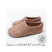 Ravelry: Crochet-Knit Casual Slippers pattern by Sophie and Me-Ingunn Santini Felted Slippers Pattern, Crochet Slippers, Crochet Accessories, Casual, Socks, Purses, Knitting, Ravelry Crochet, Anna