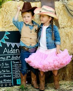 A Vintage Cowboy and Cowgirl Western Themed Party for Five Year Old Twins by Jackie from Jack and Kate Cowboy Party, Cowboy Birthday Party, Horse Party, Horse Birthday, Cowboy And Cowgirl, Cowboy Theme, Western Theme, Twin Birthday Parties, Twin First Birthday
