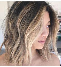 Cool Short Hairstyles You Can Rock This Summer - Frisuren - Trend Frisuren - Haar Modell Girls Short Haircuts, Cool Short Hairstyles, Short Hair Styles Easy, Short Hair Updo, Fringe Hairstyles, Trending Hairstyles, Short Hair Cuts, Medium Hair Styles, Bayalage On Short Hair
