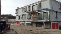 Voortgang bouw Koningskaars te Schiermonnikoog - 11 maart 2016, alle kozijnen zijn geplaatst.