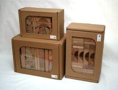 Dřevěné kostky Megaloman obsahují 320 kostek různých tvarů. Kostky jsou ručně vyráběné a určené dětem od 1 roku.