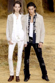 Chanel RTW S/S Models - Freja Beha Erichsen (left) & Baptiste Giabiconi (right). Primavera Chanel, Fashion Show, Mens Fashion, Fashion Design, Paris Fashion, Chanel Men, Chanel Outfit, 19th Century Fashion, Chanel Spring