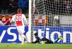 Hasil Liga Champions – Ajax Amsterdam mengakhiri petualangan mereka di Liga Champions dengan meraih kemenangan besar atas APOEL, Kamis (11/12), di Amsterdam ArenA. Skuad asuh Frank De Boer mencatat...