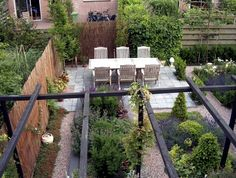 Design tips and ideas for small gardens - What not to miss? - Designing a garden is often a challenge for gardeners, because there is never enough room for everything. Interior Garden, Interior Design, Outdoor Furniture Sets, Outdoor Decor, Small Gardens, Garden Styles, Garden Planning, Garden Bridge, Evergreen