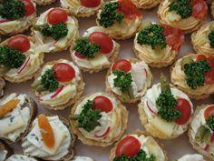 Slané košíčky s pomazánkou Czech Recipes, Ethnic Recipes, Party Snacks, Bruschetta, Mini Cupcakes, Finger Foods, Sushi, Cheesecake, Snack Recipes