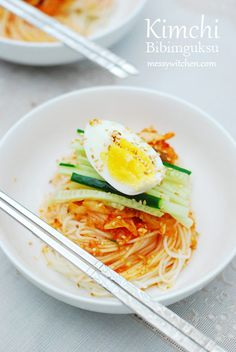 Kimchi Bibimguksu (김치 비빔국수) is a spicy cold noodles dish with kimchi. Literally bibimguksu means mixed noodles. This dish is perfect for anytime of the year and is especially wonderful during summer since this is a cold dish. Korean Egg Bread, Korean Pancake, Korean Dishes, Korean Food, Hotteok Recipe, Kimchi Noodles, Cold Noodles, Cold Dishes, Asian Recipes