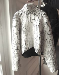 Amazing cracked white leather- Balenciaga F/W 2013 by Alexander Wang Haute Couture Style, Fashion Art, High Fashion, Womens Fashion, Fashion Design, Street Fashion, Balenciaga, Textiles, Inspiration Mode
