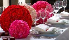 Decora tu mesa con bolas de clavel.