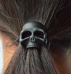 If I grow out my hair again Skull Jewelry, Gothic Jewelry, Skull Necklace, Jewlery, Trendy Accessories, Hair Accessories For Women, Black Skulls, Skull And Bones, Grunge Style