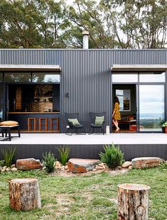 Fish Creek House – a Small, Off-the-Grid Holiday Home by ArchiBlox Fish Creek House – a Small, Off-the-Grid Holiday Home by ArchiBlox Related Old House Architecture - vintagetopiaTop 10 construction : les plus. Future House, My House, Off Grid House, Off The Grid Homes, House Cladding, Casas Containers, Fish Creek, Modern Barn, Modern Country
