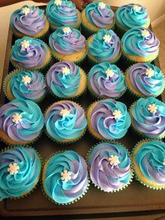 Frozen inspired cupcakes Frozen Birthday Cupcakes, Frozen Themed Birthday Party, Elsa Birthday, Frozen Birthday Cake, Little Mermaid Birthday, Cupcake Party, Frozen Party, 3rd Birthday Parties, Party Cakes