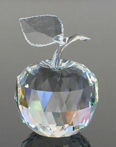 Swarovski ~ Crystal APPLE * Retired 1996 * ERV $ 300 * MiB * ClEaRaNcE SALE