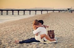 love, couple, and beach image Romantic Love, Romantic Couples, Hopeless Romantic, Cute Couples, Romantic Beach, Romantic Moments, Romantic Dates, Couple Beach, Love Couple