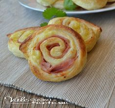Swivels of pastry with potatoes and mortadella quick recipe I Love Food, Good Food, Yummy Food, Wine Recipes, Snack Recipes, Snacks, Confort Food, Savory Pastry, Party Finger Foods