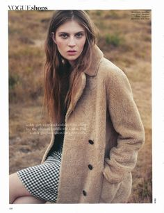 Florence Kosky Pose on Vogue UK Magazine November 2015 Photoshoot