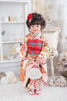 3-98えみ Japanese Costume, Japanese Kimono, Japanese Kids, Modern Kimono, Kids Laughing, Kimono Fabric, Japanese Outfits, Folk Costume, Yukata
