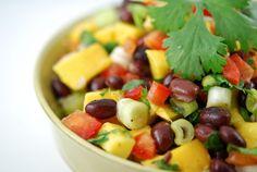 Mango Black Bean Salad - Gonna Want Seconds Tater Tot Breakfast Casserole, Corn Casserole, Bean Salad, The Fresh, Black Beans, Cooking Recipes, Healthy Recipes, Healthy Foods, Healthy Eating