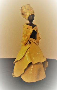 Keramiek Afrika Human Sculpture, Sculptures Céramiques, Sculpture Art, Ceramic Figures, Ceramic Art, African American Figurines, African Art Projects, Paper Fan Decorations, Ceramic Techniques