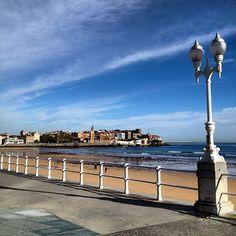 Playa de San Lorenzo en Gijón, Asturias Surf, Asturias Spain, Has Gone, Wind Turbine, The Good Place, Around The Worlds, Amazing Places, Beach, Travel