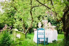 A whimsical wedding shoot at Whimpley Manor farm | http://english-wedding.com/2014/07/whimsical-wedding-shoot-whimpley-manor-farm/