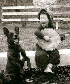 Girl Playing For Her Dog - cachorro; black and white; preto e branco Vintage Pictures, Old Pictures, Old Photos, Happy Pictures, Children Pictures, Happy Photos, Pictures Of Smiles, Pictures Of People, Random Pictures