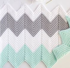 Chevron and I have struggled to be friends over the years. Those steep peaks and deep valleys challenged me… Chevron Crochet Blanket Pattern, Crochet Ripple Blanket, Chevron Baby Blankets, Chevron Blanket, Afghan Crochet Patterns, Ripple Afghan, Manta Crochet, Crochet Baby, Knit Crochet
