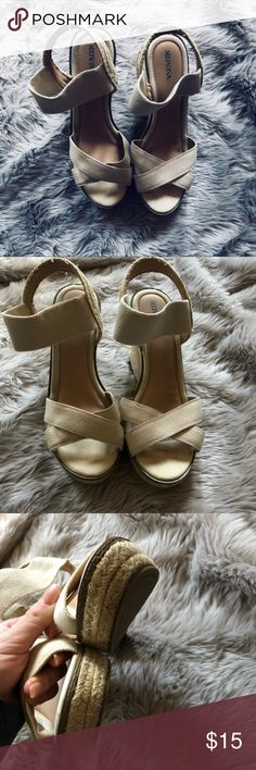 🔻 espadrilles wedges 🔺 Cream wedges with woven bottom, there is some wear and tear but nothing too crazy ( see above pictures)   Leave a comment below with any questions!! Merona Shoes Wedges