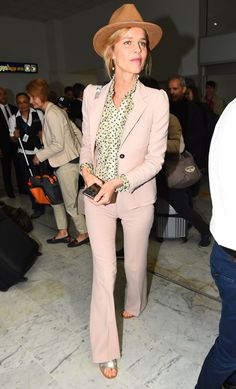 Celebrity sightings on the streets of Cannes Eva Herzigova. Street Chic, Street Style, Eva Herzigova, Average Girl, Red Carpet Looks, Cannes 2017, Get The Look, Fashion Photo, Casual Looks