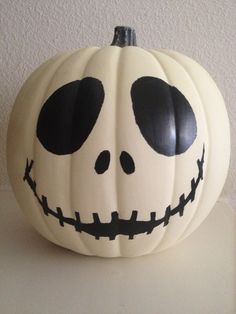Jack Skellington glow-in-the-dark pumpkin. perfect decoration for a pumpkin. Disney Halloween, Image Halloween, Holidays Halloween, Halloween Crafts, Happy Halloween, Halloween Decorations, Halloween Party, Halloween Signs, Halloween 2019