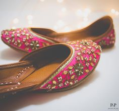 10 Best Jutti Brands that every Bride should Check Out! Bridal Shoes, Wedding Shoes, Bridal Footwear, Bridal Sandals, Indian Shoes, Indian Bridal Outfits, Stylish Girl Pic, Cute Shoes, Fashion Shoes