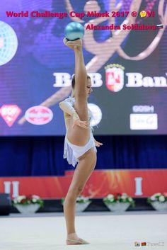 Gymnastics Photos, Gymnastics Photography, Sport Gymnastics, Olympic Gymnastics, Gymnastics Flexibility, Acrobatic Gymnastics, Olympic Badminton, Olympic Games Sports, Little Girl Bikini